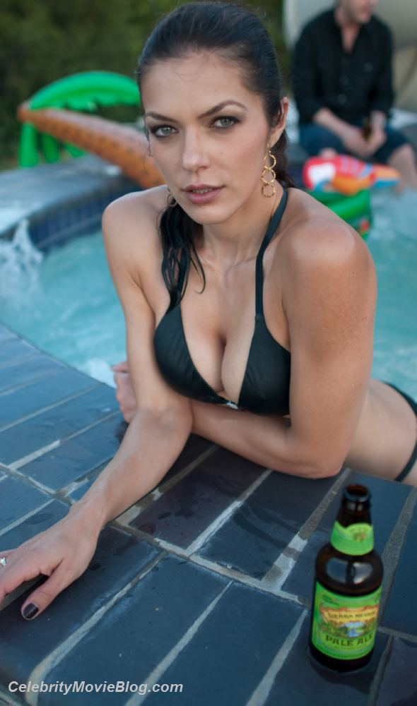 adrianne curry 019 Adrianne Curry Naked Pictures In Twitter. Posted by gpknaidu at 11:31 AM