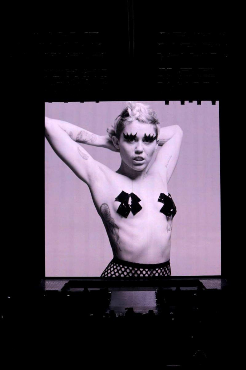 Celebrity fakes avril lavigne nude