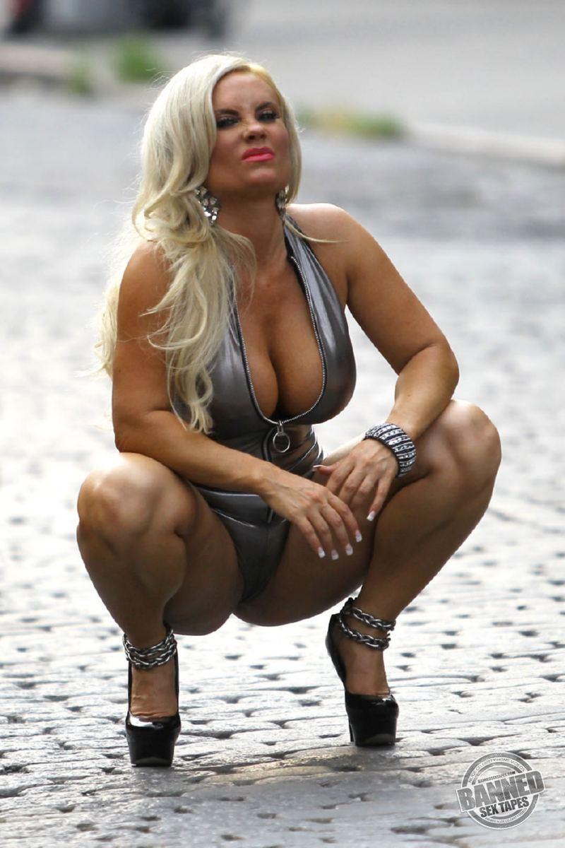 elizabeth banks sex gifs