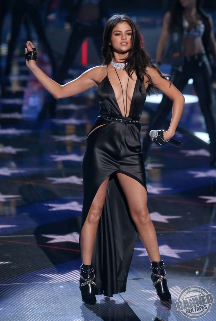 selena gomez fully nude picture
