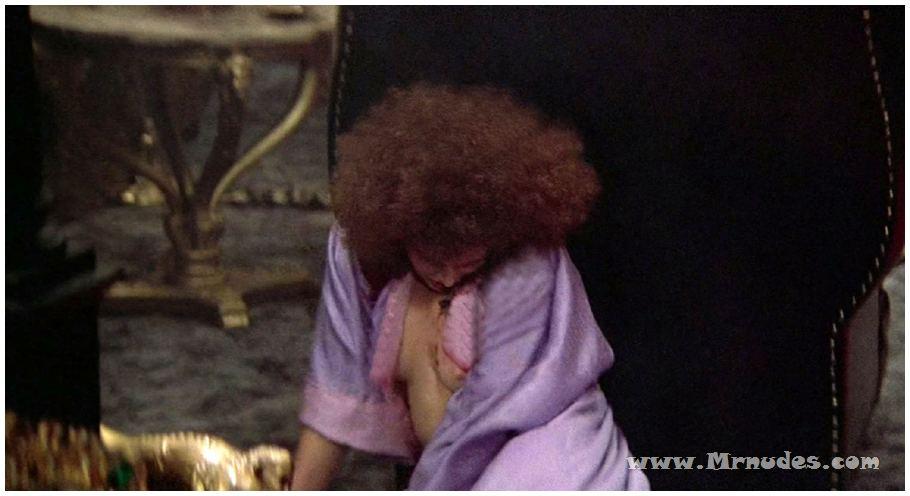Mary elizabeth mastrantonio nude something is