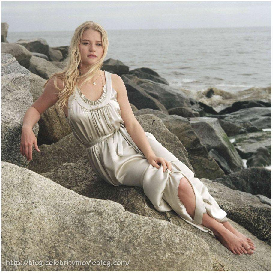 Emilie De Ravin Images, Videos and Sexy Pics Hottie