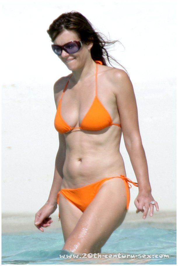 Elizabeth Hurley >> Elizabeth Hurley naked photos. Free nude celebrities.
