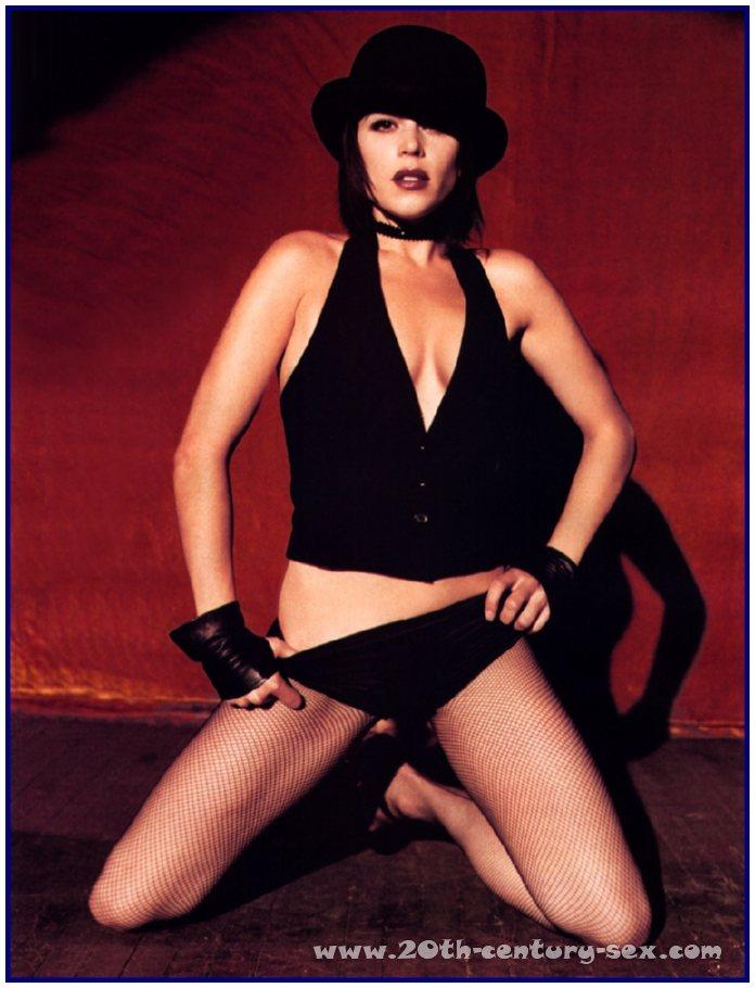 Neve Campbell Nude Pictures: www.pure-nude-celebs.com/mrskin-star/neve-campbell/3927df4.html