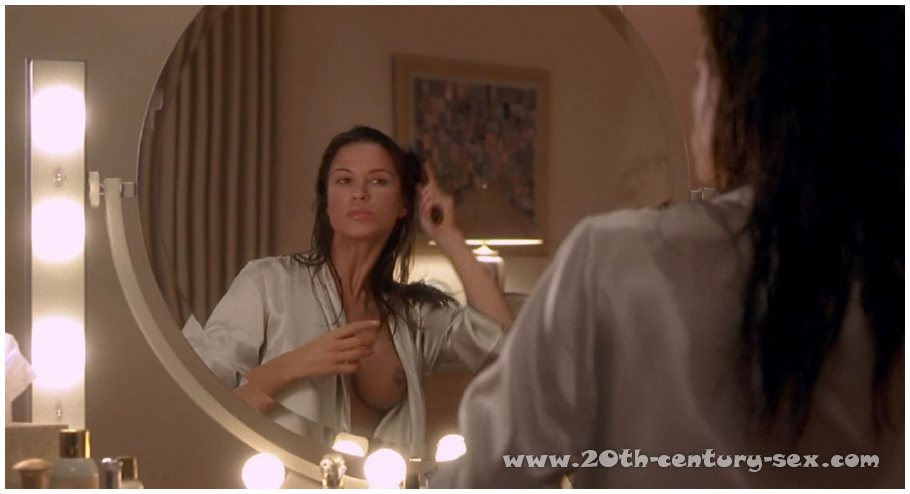 Hollow Man Deleted Scene rhona Mitra - Videos Porno